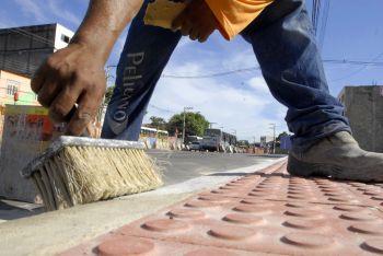 Construção e manutenção de calçada são responsabilidade do proprietário