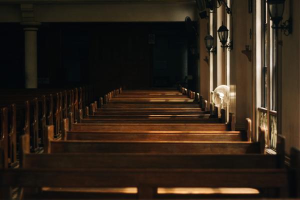 Arcebispo da Região Metropolitana de Vitória dispensa fiéis de missas; seminários e catequeses estão suspensos