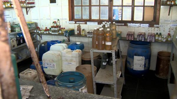 Fábricas clandestinas de álcool gel são fechadas em Vila Velha e em Marataízes, ES