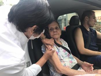 Gripe: vacinação dos idosos acontece até dentro dos próprios carros