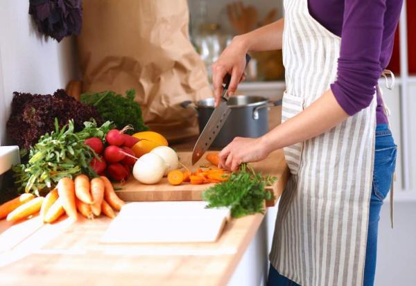 Mesmo sem sair de casa, saiba os cuidados que você deve ter ao comprar e ingerir alimentos