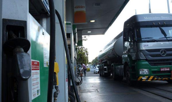 Postos de combustíveis passam a funcionar em novo horário a partir desta terça