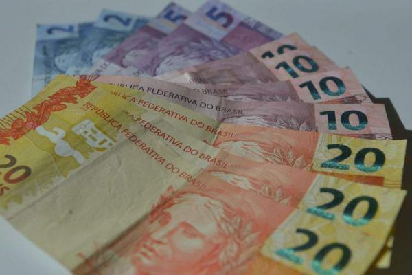 Bolsonaro diz que sancionará hoje auxílio de R$ 600 a informais, intermitentes e MEIs