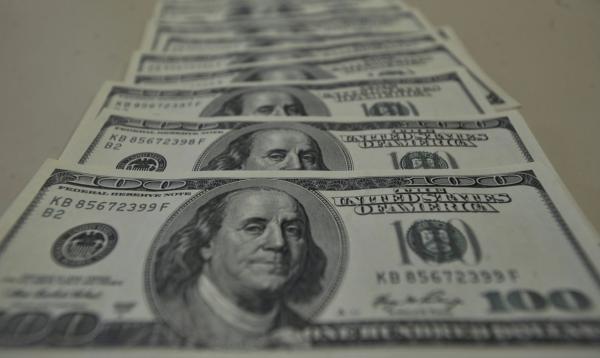Dólar fecha a R$ 5,26 e volta a bater recorde nominal