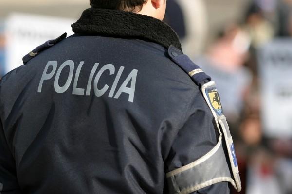Coronavírus: polícia invade culto e prende pastor por descumprir isolamento