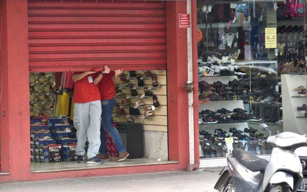 ES terá que flexibilizar comércio por falta de ajuda da União, diz secretário