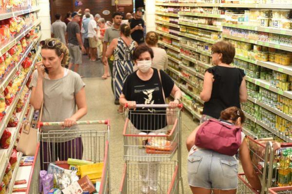 Supermercados terão que limitar entrada de clientes a partir de segunda