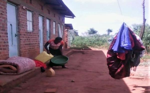 Jovem cristã é espancada por levar muçulmanos a Jesus, em Uganda