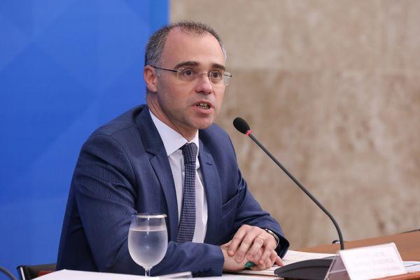 Saiba quem é André Mendonça, advogado, pastor e ministro da Justiça