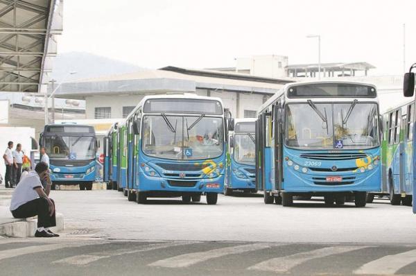 Ônibus do Transcol vão continuar sem cobradores por mais 60 dias