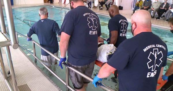 Homem paralisado por 15 anos é batizado nas águas