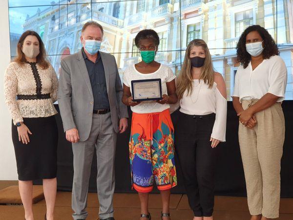 Defensores da Saúde, mulheres e negros são homenageados no ES