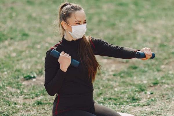 Uso da máscara durante atividades físicas é obrigatório e não prejudica a saúde