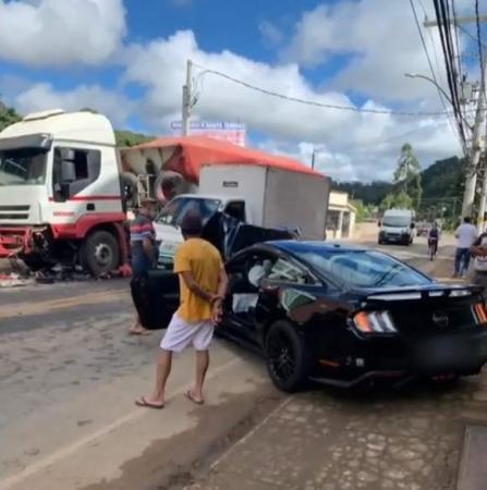 Mãe e dois filhos ficam feridos em acidente na Região Serrana do ES