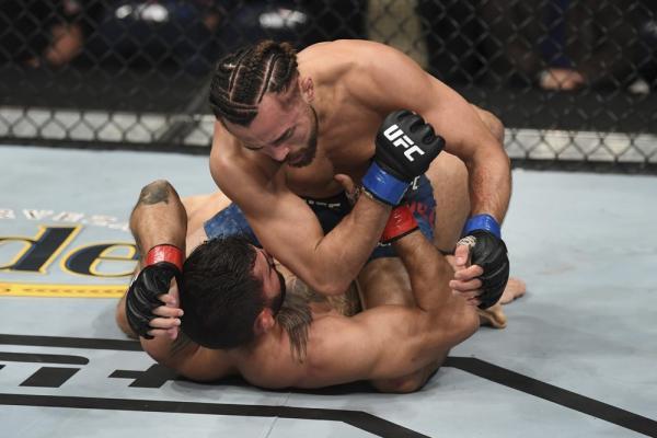 Gabriel Silva mostra muita raça, mas é derrotado por Kyler Phillips no card preliminar do UFC Norfolk