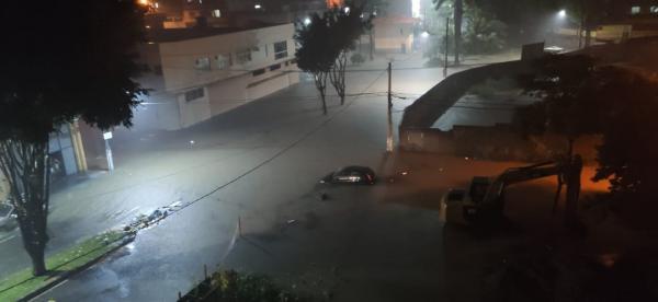 Chuvas em Cariacica - Centro de Campo Grande alagado